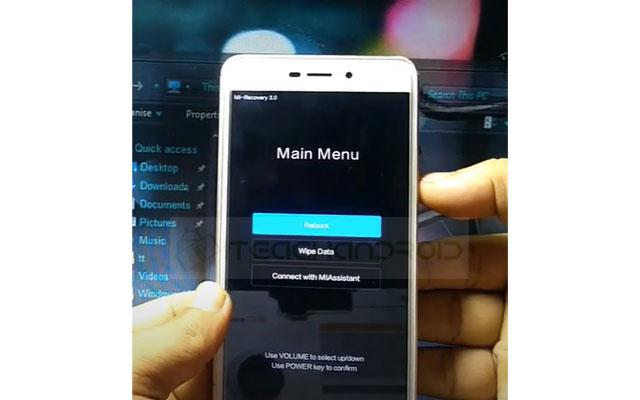 Selanjutnya gunakan tombol volume untuk memilih menu dan pilih Wipe Data. Lalu tekan tombol power untuk mengkonfirmasi atau Ok.