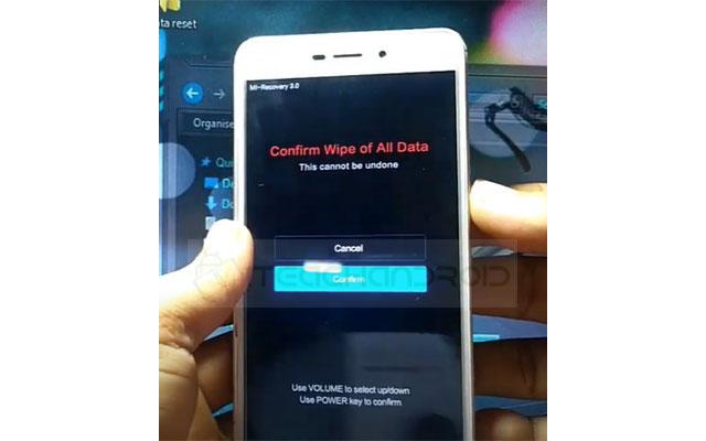 Selanjutnya klik Confirm. Maka ponsel akan langsung melakukan reset silahkan tunggu hingga selesai.