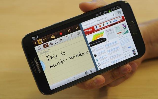 Cara Menyesuaikan Jendela Layar Terpisah Saat Multitasking di HP Samsung