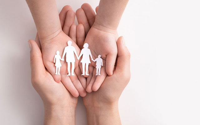 1. Melindungi dan Memantau Anak